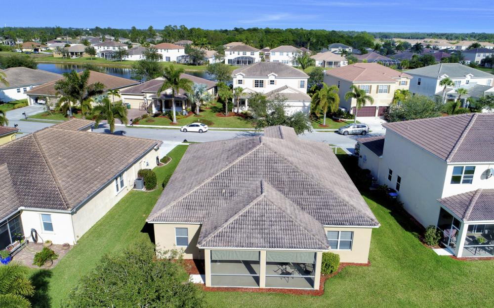 3028 Lake Manatee Ct, Cape Coral - Home For Sale 2084997228