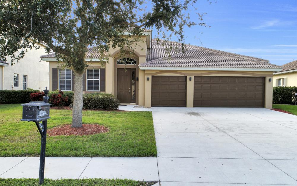 3028 Lake Manatee Ct, Cape Coral - Home For Sale 600547322