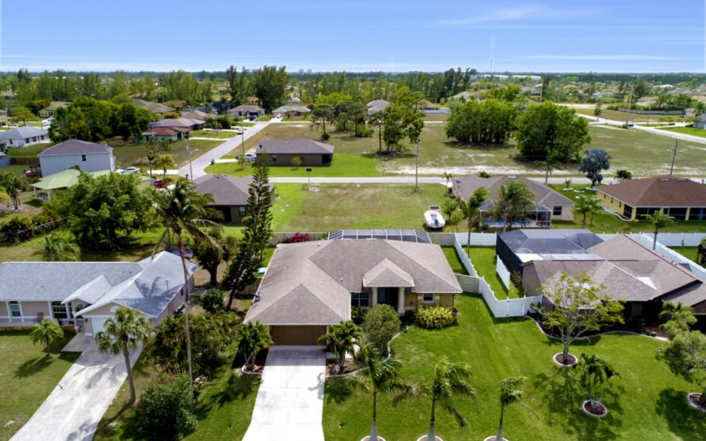 1904 SW 27th Ter, Cape Coral - Home For Sale 971601642