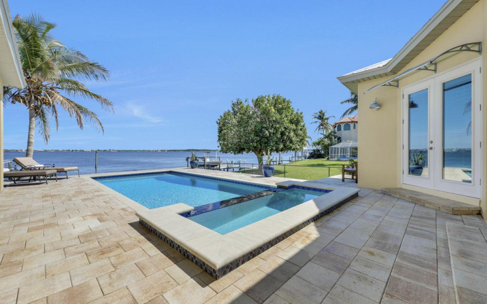 5635 Riverside Dr, Cape Coral - Home For Sale 1274788076