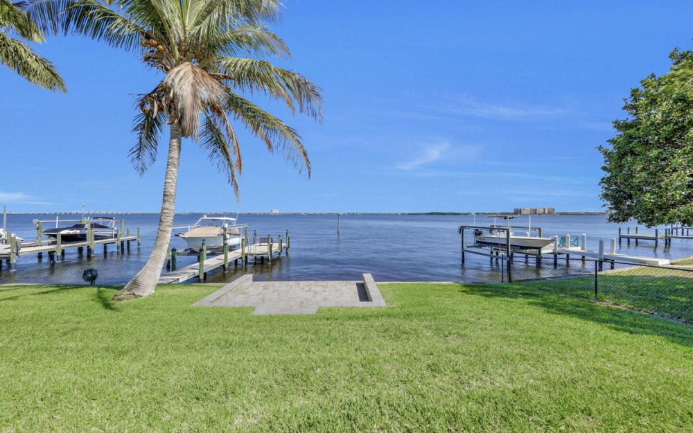 5635 Riverside Dr, Cape Coral - Home For Sale 135057896