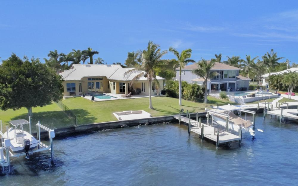 5635 Riverside Dr, Cape Coral - Home For Sale 660896773