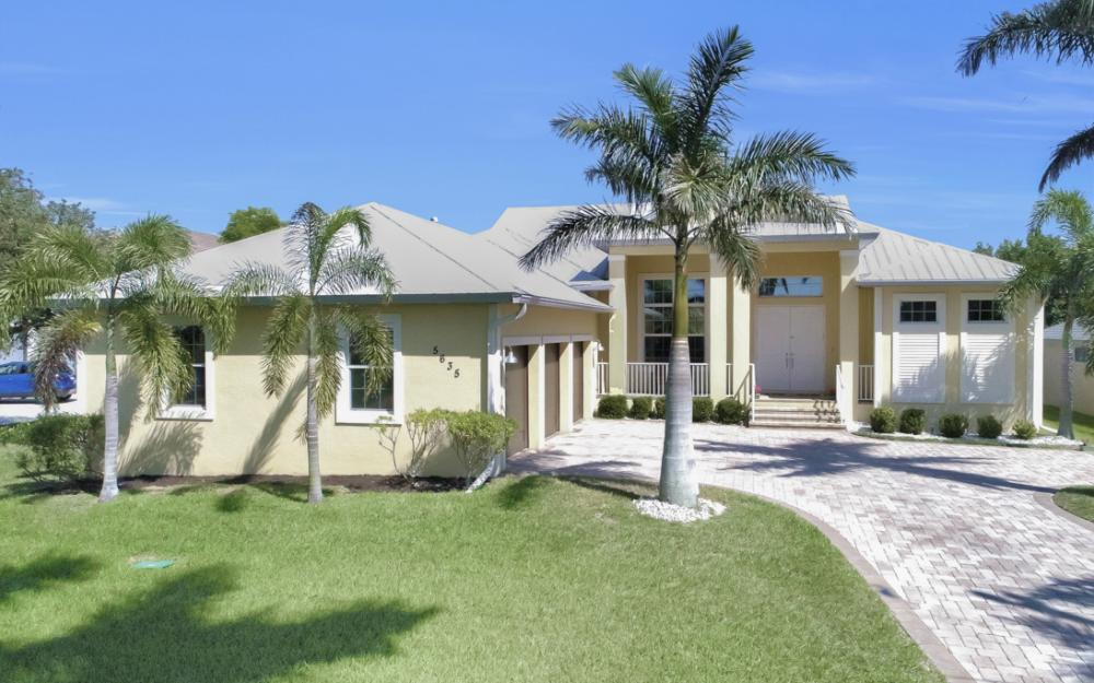5635 Riverside Dr, Cape Coral - Home For Sale 1209760607