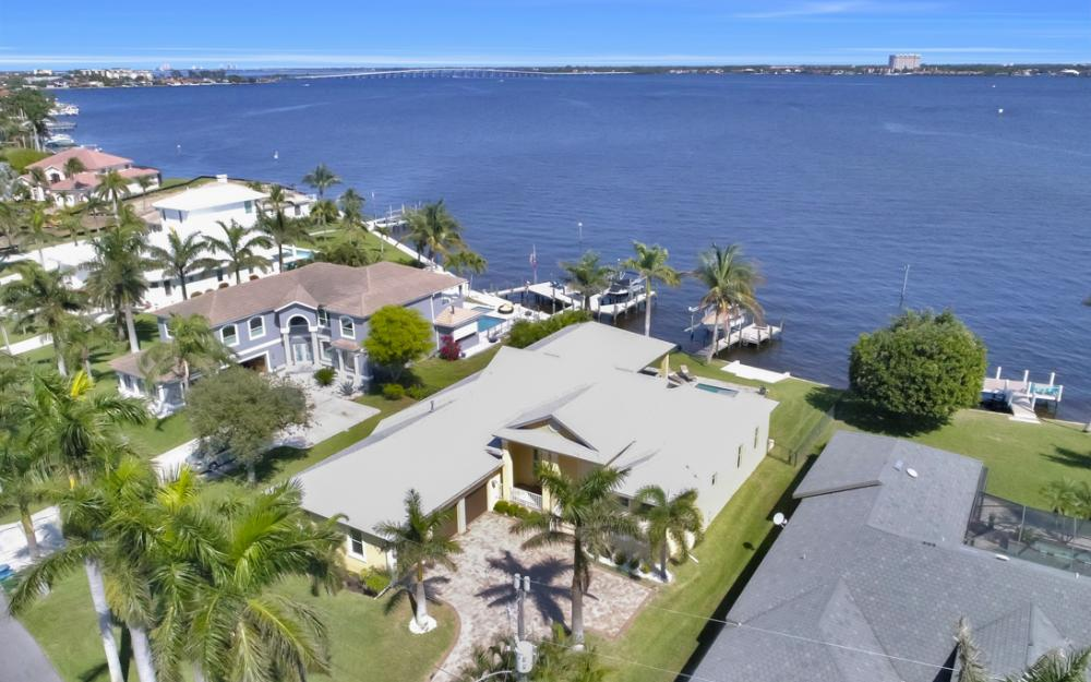 5635 Riverside Dr, Cape Coral - Home For Sale 817994390