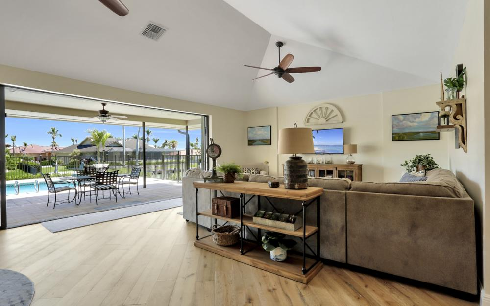 561 Hammock Ct, Marco Island - Home For Sale 253153313