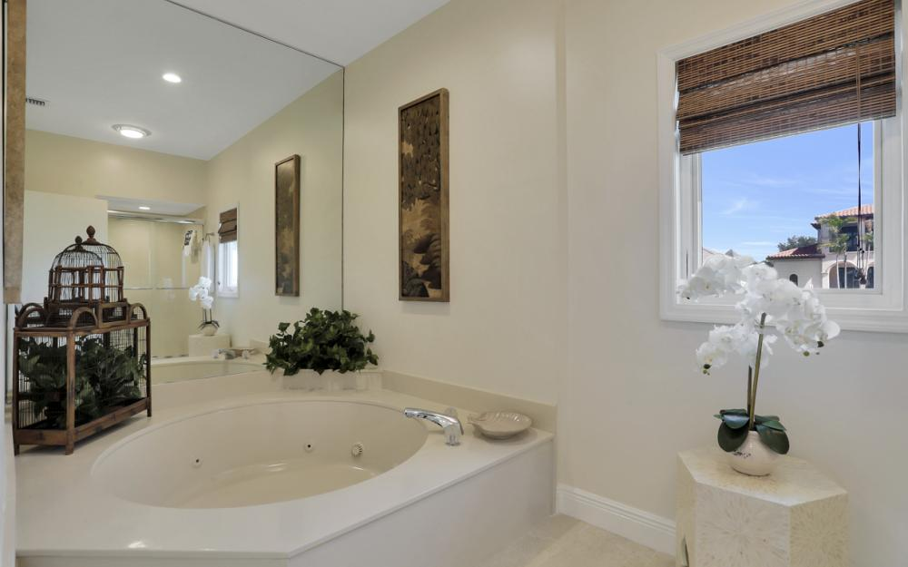 561 Hammock Ct, Marco Island - Home For Sale 1064481557