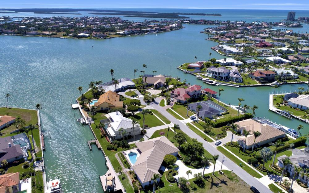 561 Hammock Ct, Marco Island - Home For Sale 1002616105