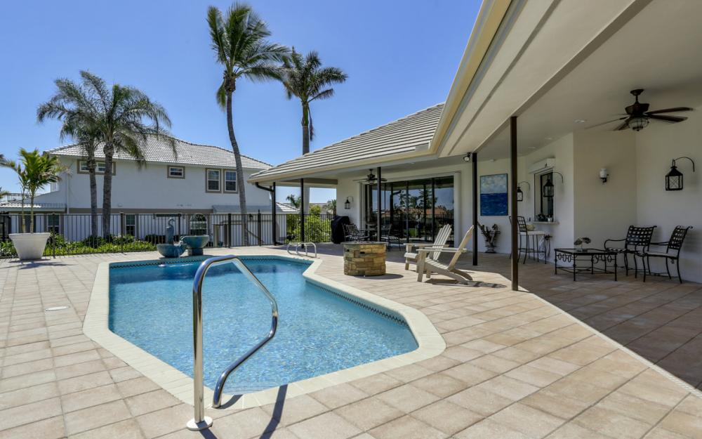 561 Hammock Ct, Marco Island - Home For Sale 445727564