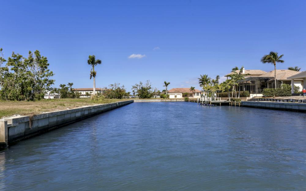 561 Hammock Ct, Marco Island - Home For Sale 328608556
