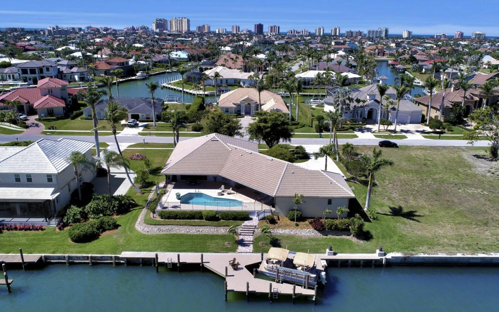 561 Hammock Ct, Marco Island - Home For Sale 1050440655