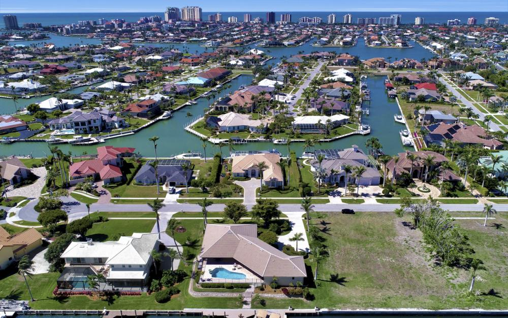 561 Hammock Ct, Marco Island - Home For Sale 1775053092