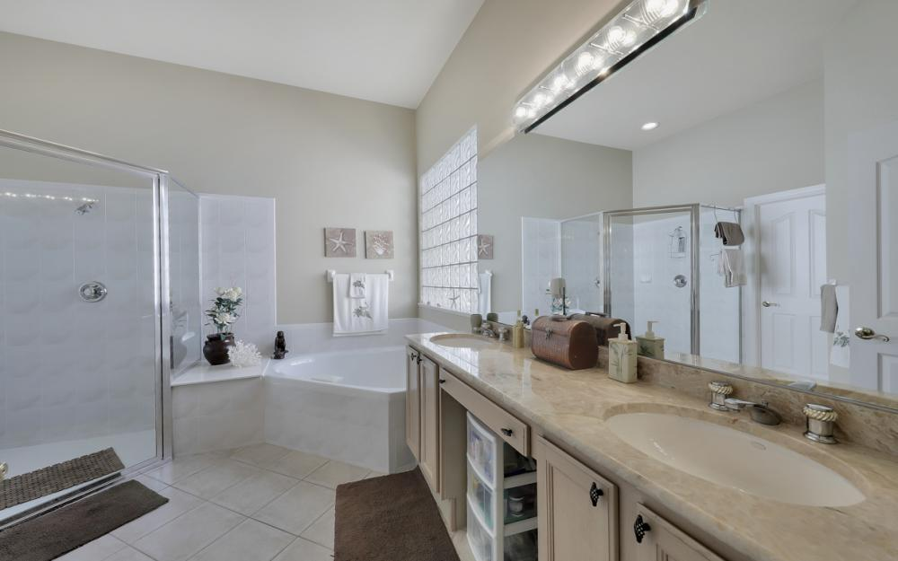 24777 Hollybrier Ln, Bonita Springs - Home For Sale 2086973685