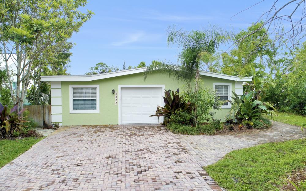 1399 Cooper Dr, Naples - Home For Sale 1012992034
