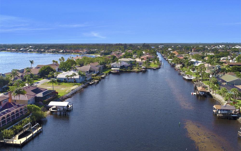 5681 Harborage Dr, Fort Myers - Home For Sale 433202561