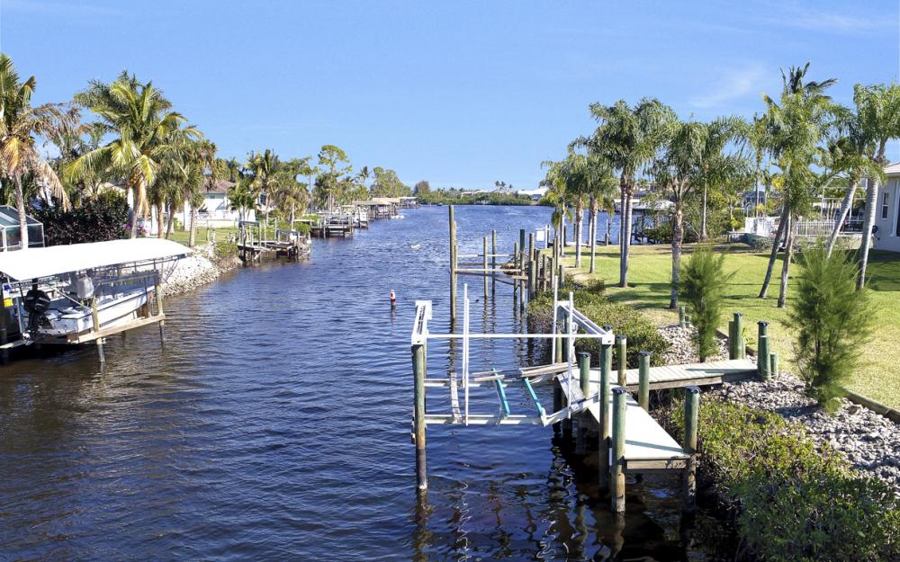 5681 Harborage Dr, Fort Myers - Home For Sale 1885588249