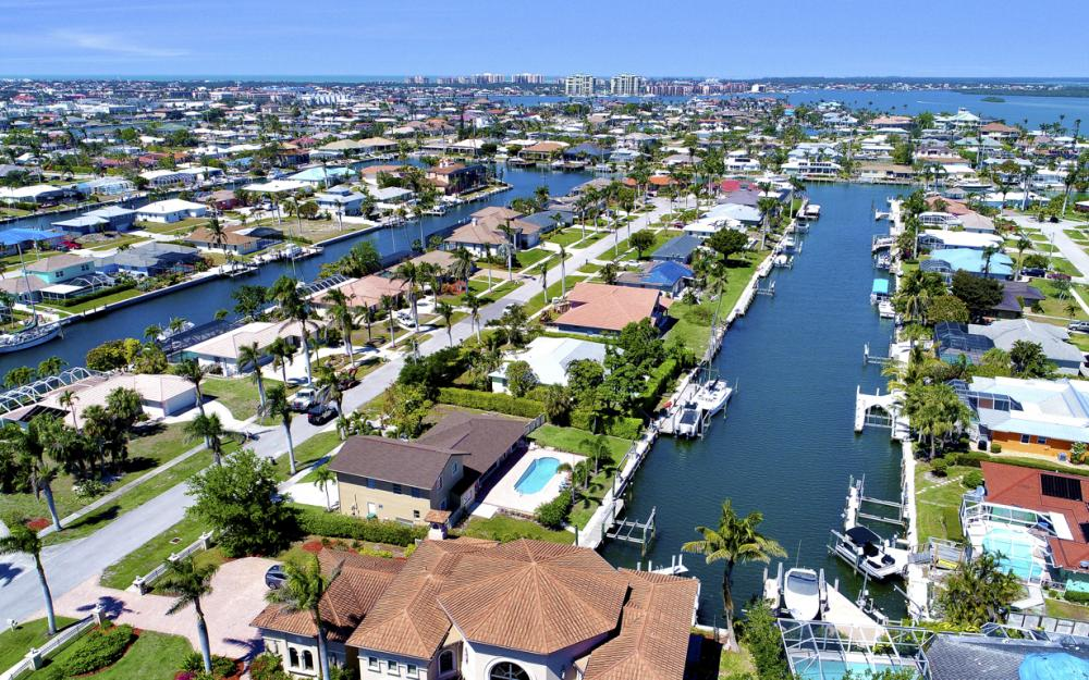 807 Fairlawn Ct, Marco Island - Home For Sale 2040740768