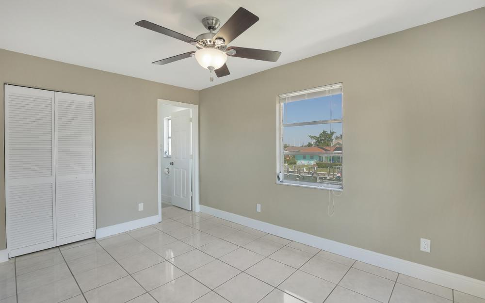 807 Fairlawn Ct, Marco Island - Home For Sale 381757300