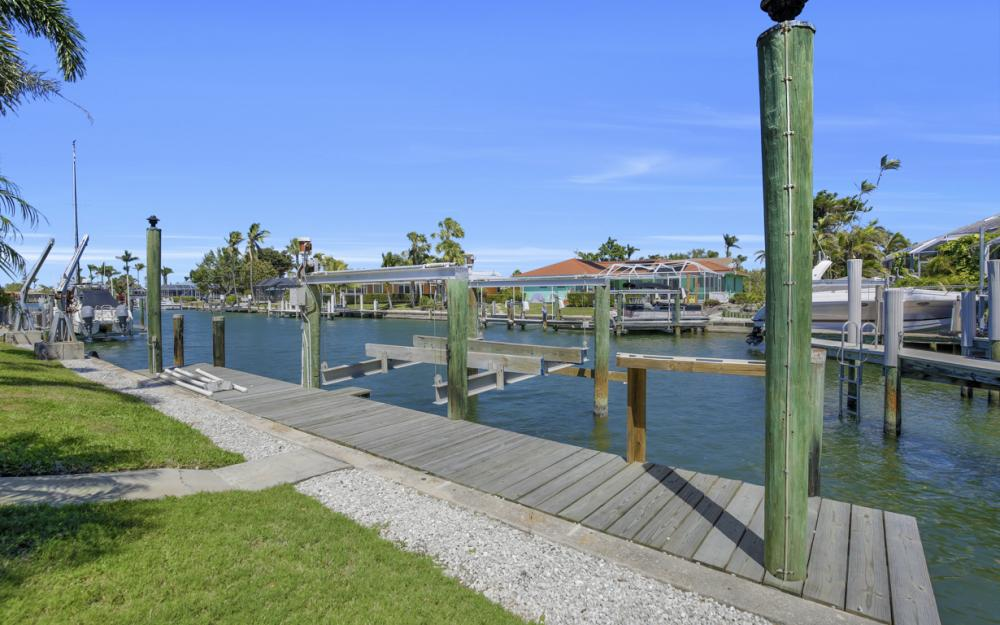 807 Fairlawn Ct, Marco Island - Home For Sale 2114197638