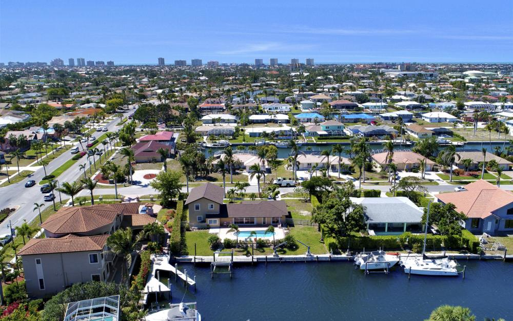 807 Fairlawn Ct, Marco Island - Home For Sale 266117273