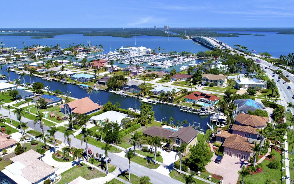 807 Fairlawn Ct, Marco Island - Home For Sale 706885508