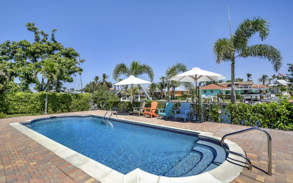 807 Fairlawn Ct, Marco Island - Home For Sale 2055861853