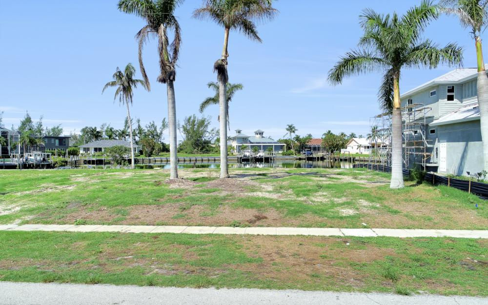 685 Cameo Ct, Marco Island - Lot For Sale 182884592