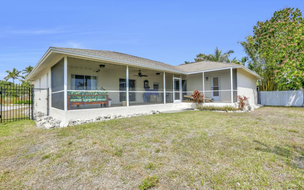 1561 Honeysuckle Ave, Marco Island - Home For Sale 1120240209