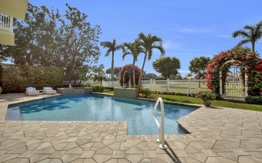 620 Harbour Dr, Naples - Home For Sale 727217506