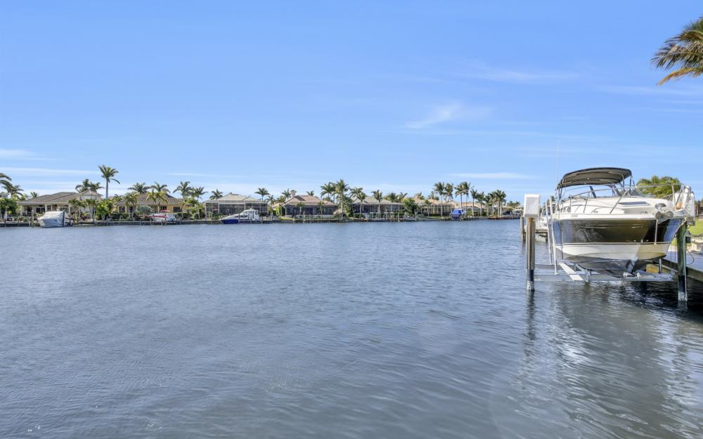 5611 Merlyn Ln, Cape Coral - Home For Sale 958590458