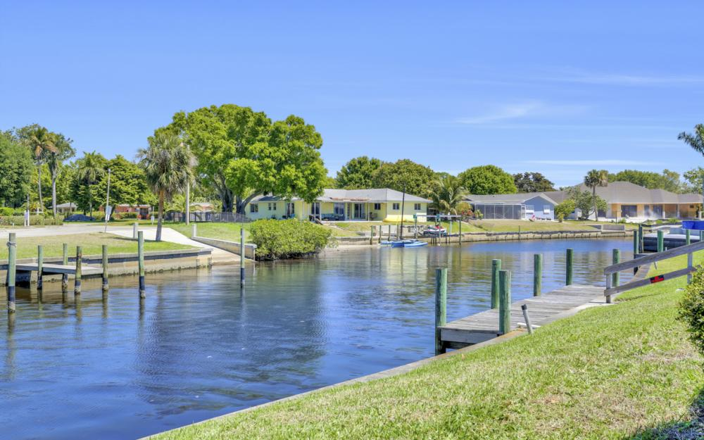 8430 Riviera Ave, Fort Myers - Home For Sale 1373149069