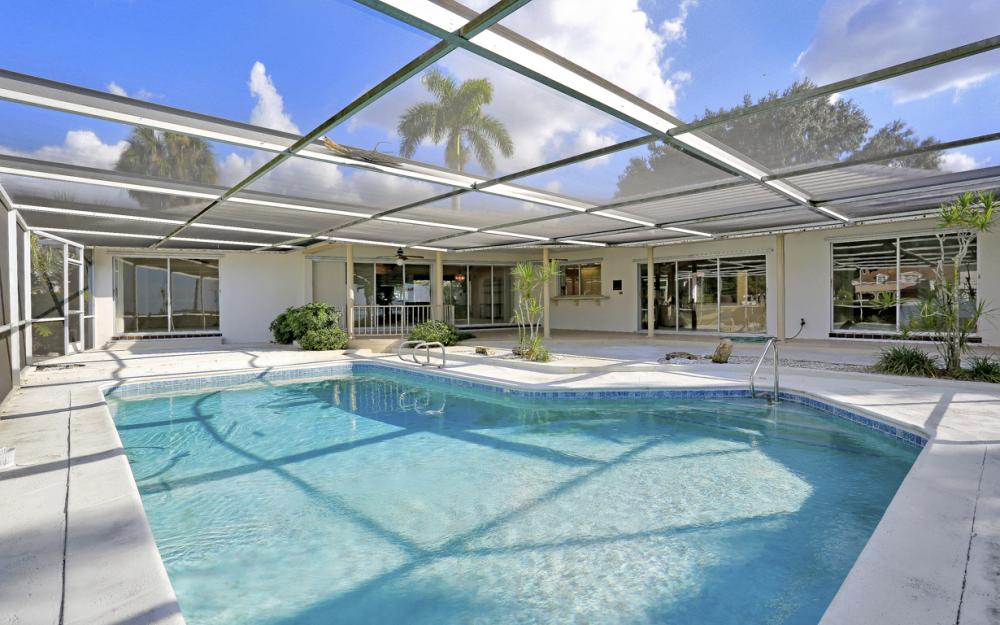 8430 Riviera Ave, Fort Myers - Home For Sale 1960695358