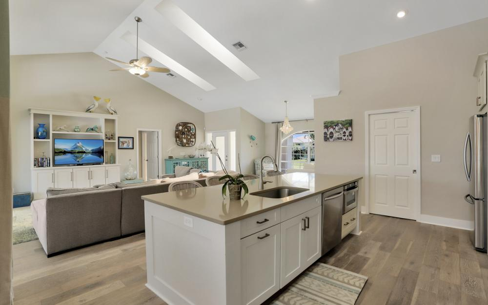390 Henderson Ct, Marco Island -  Home For Sale 126000245