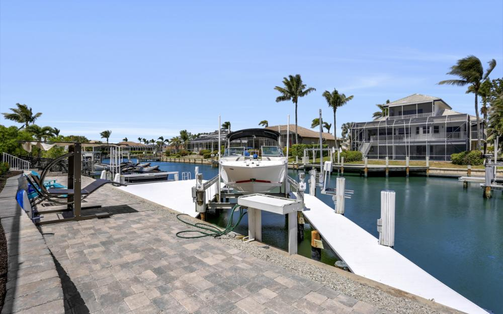 390 Henderson Ct, Marco Island -  Home For Sale 239380508