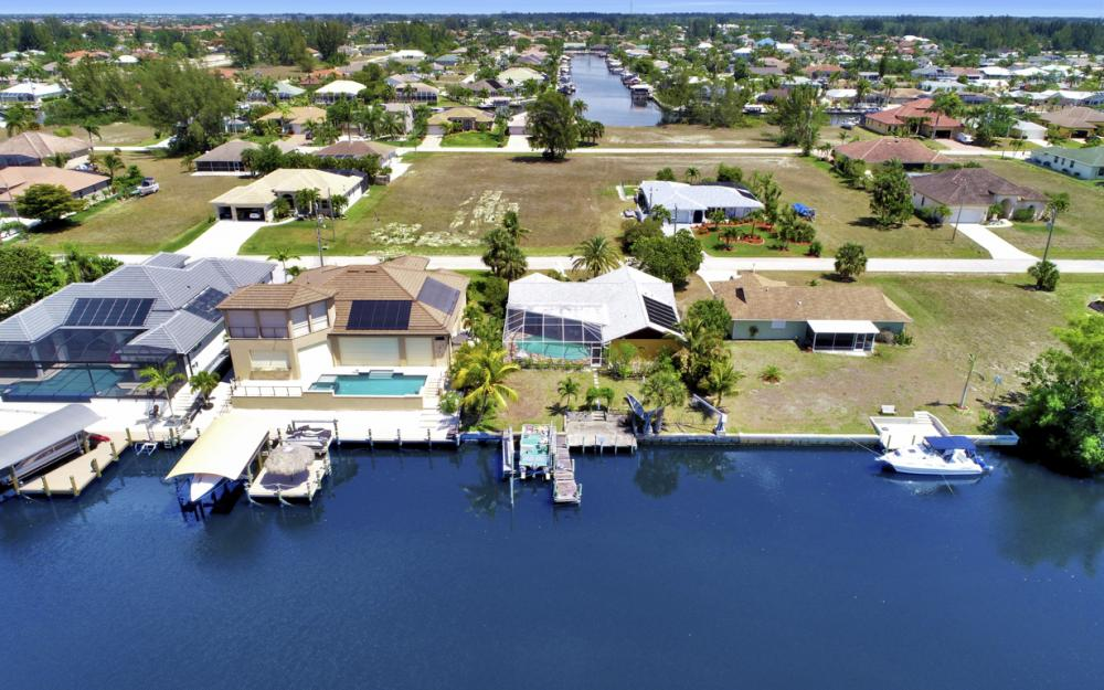 436 SW 39th Ave, Cape Coral - Home For Sale 2140469068