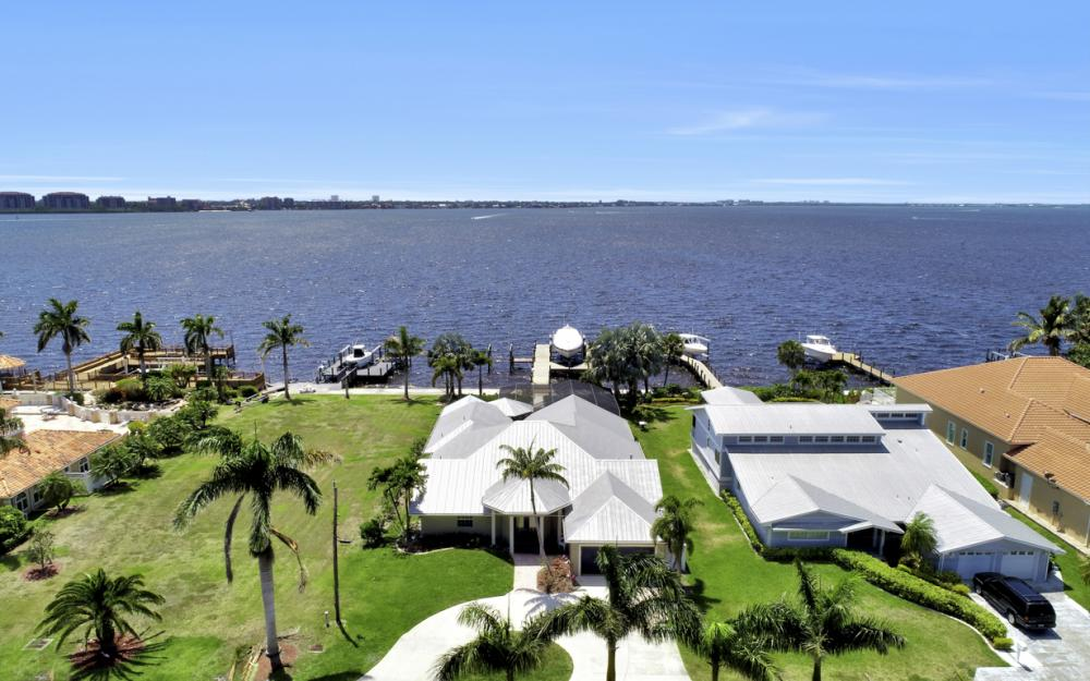 1040 Dolphin Dr, Cape Coral - Home For Sale 2071242017