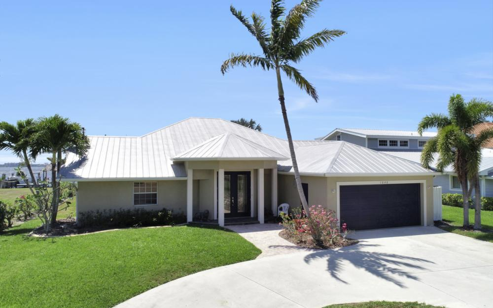 1040 Dolphin Dr, Cape Coral - Home For Sale 1807002372