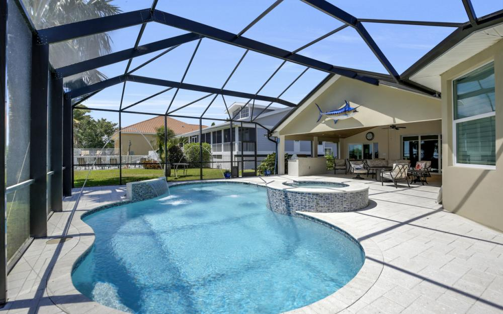 1040 Dolphin Dr, Cape Coral - Home For Sale 32308343