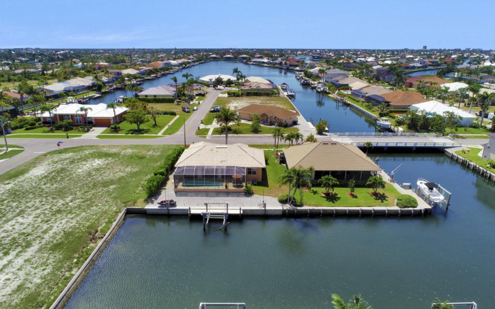 1058 Goldenrod Ave, Marco Island - Home For Sale 1024164771