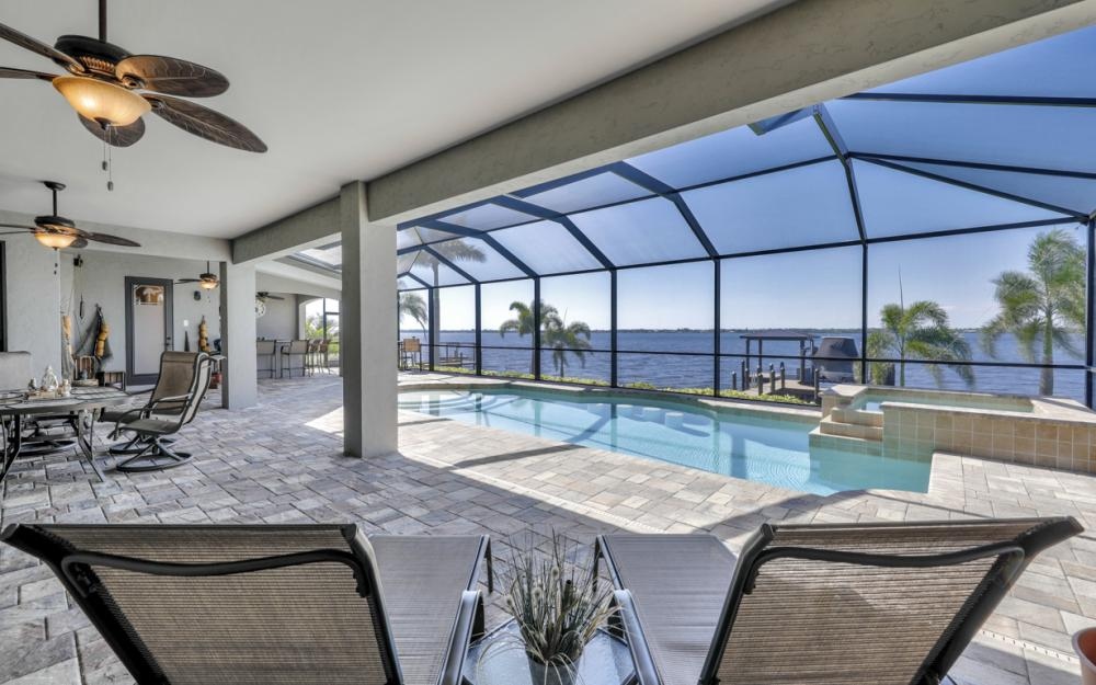 4061 E River Dr, Fort Myers - Home For Sale 1731175700