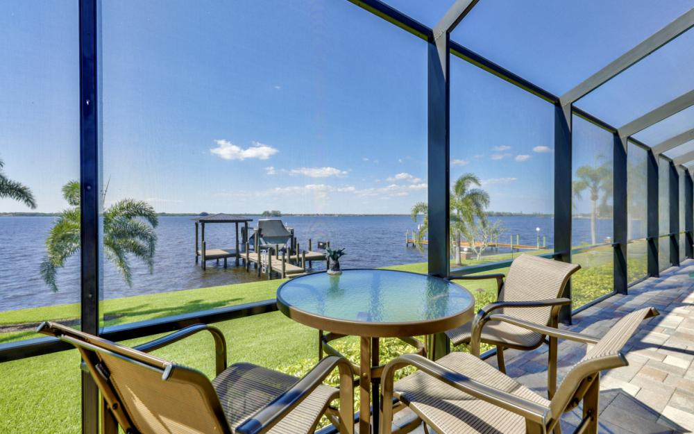 4061 E River Dr, Fort Myers - Home For Sale 289820884