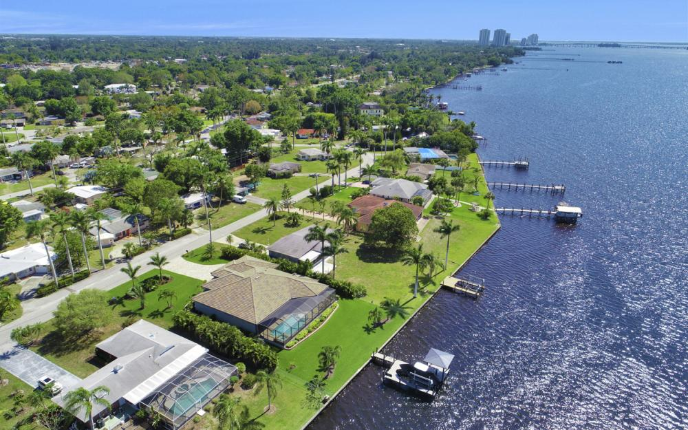 4061 E River Dr, Fort Myers - Home For Sale 1712372288