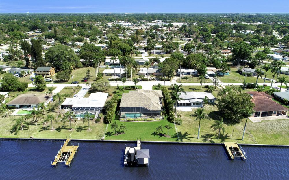 4061 E River Dr, Fort Myers - Home For Sale 266722131