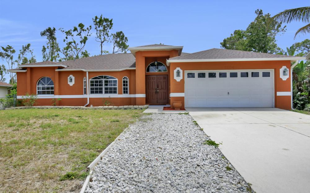 8104 Harrisburg Dr, Fort Myers - Home For Sale 2128114168