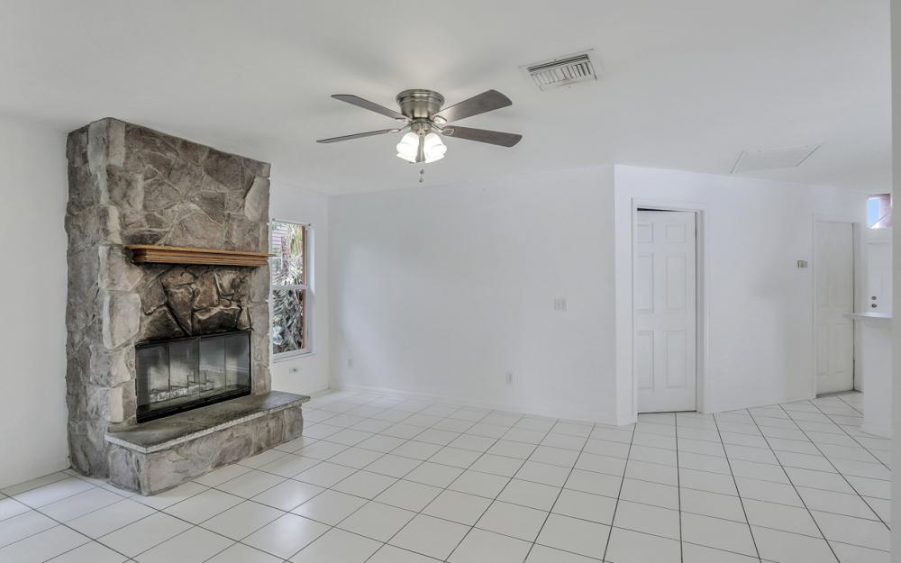 8104 Harrisburg Dr, Fort Myers - Home For Sale 487967107