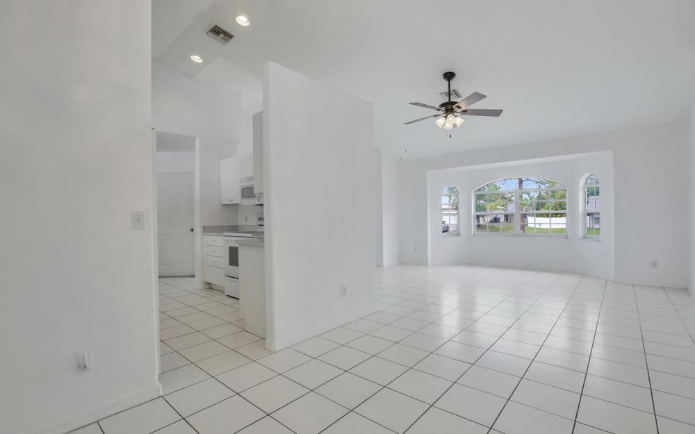 8104 Harrisburg Dr, Fort Myers - Home For Sale 2090462646