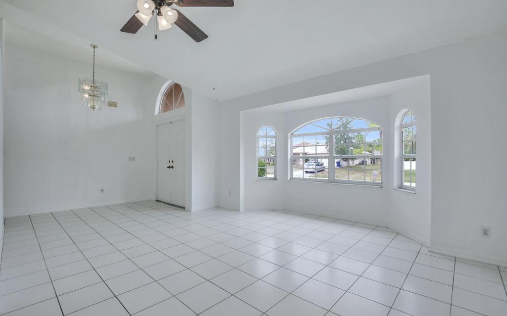 8104 Harrisburg Dr, Fort Myers - Home For Sale 302525319