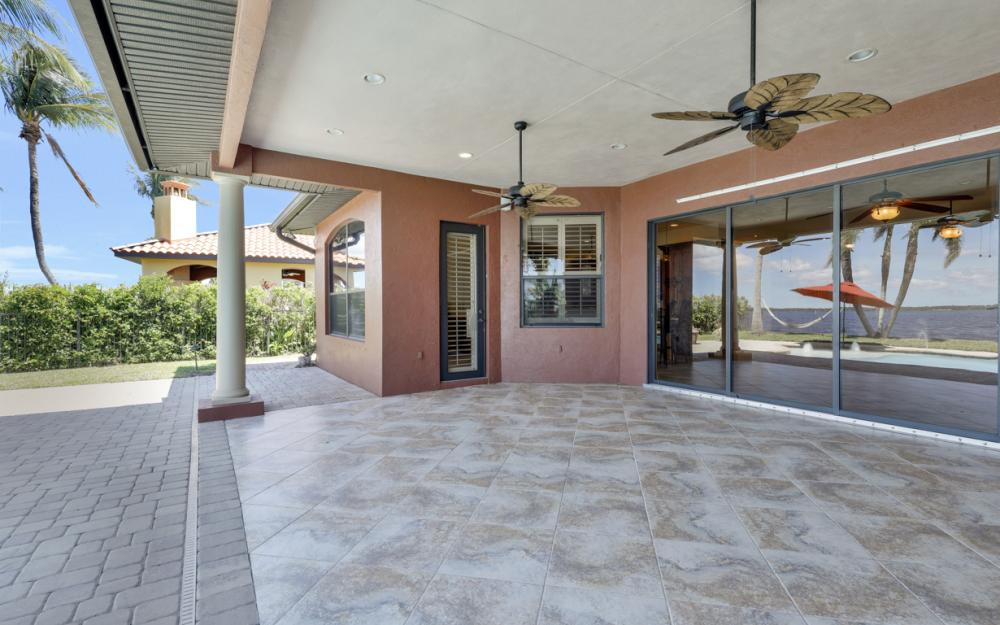 3978 W Riverside Dr, Fort Myers - Home For Sale 148335912