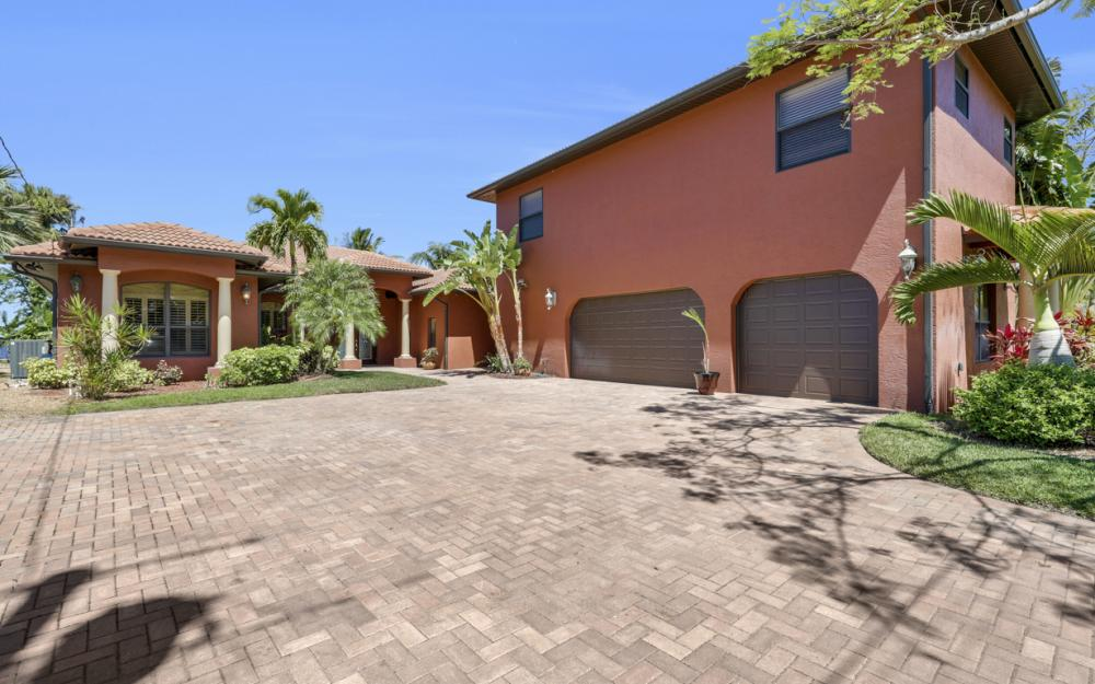 3978 W Riverside Dr, Fort Myers - Home For Sale 2100299325