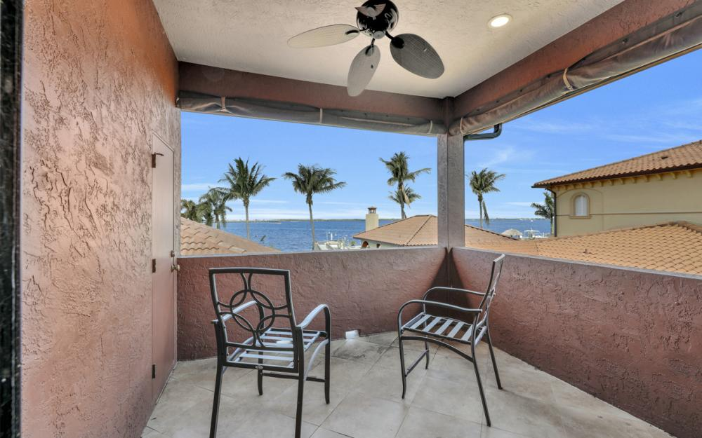 3978 W Riverside Dr, Fort Myers - Home For Sale 236792735