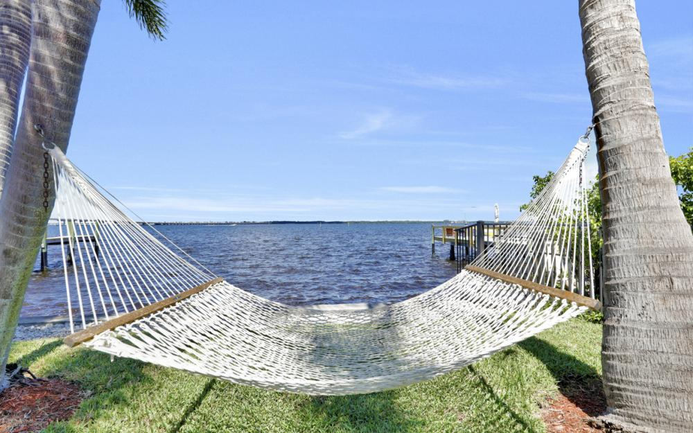 3978 W Riverside Dr, Fort Myers - Home For Sale 848624812